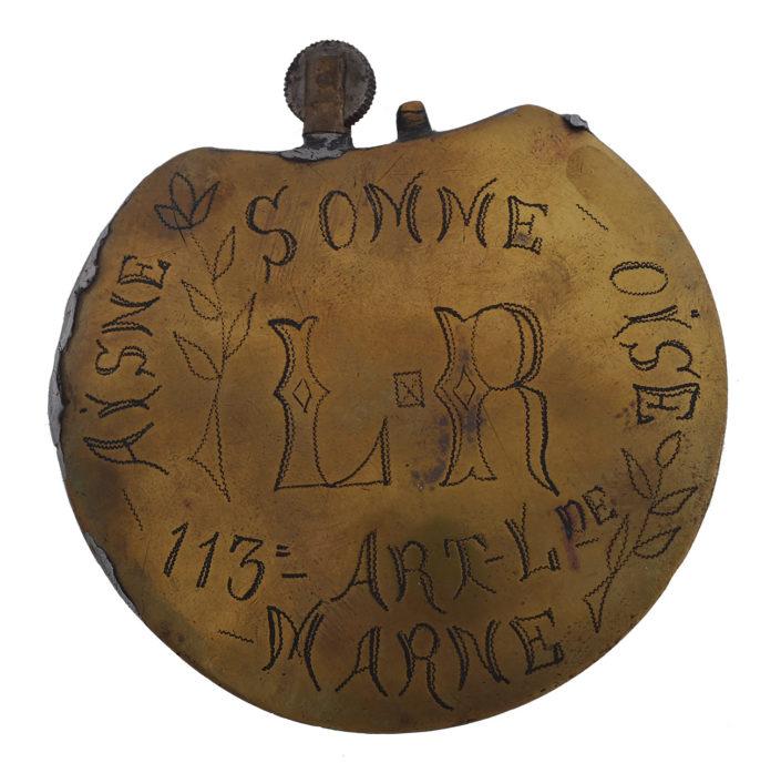 Briquet gravé par un soldat français du 113ème régiment d'artillerie lourde. Côte 15 ART 8_1