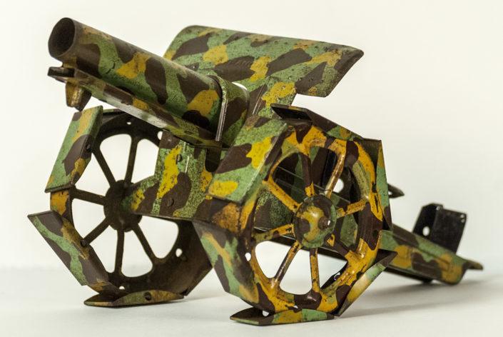 Jouet en forme de canon aux couleurs camouflage. Côte 17 JOJ 4_1
